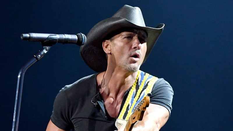 Tim McGraw collapses onstage in Ireland during Country to Country festival concert https://t.co/1uiJOSWj36 https://t.co/o2uv7dqfDt