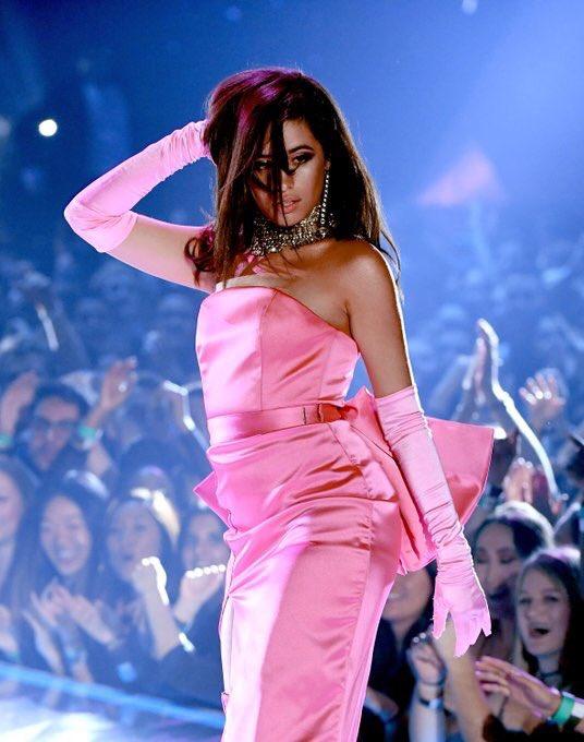 #CamilaCabello #BestPerformance #iHeartAwards https://t.co/NnJYhpyLZM
