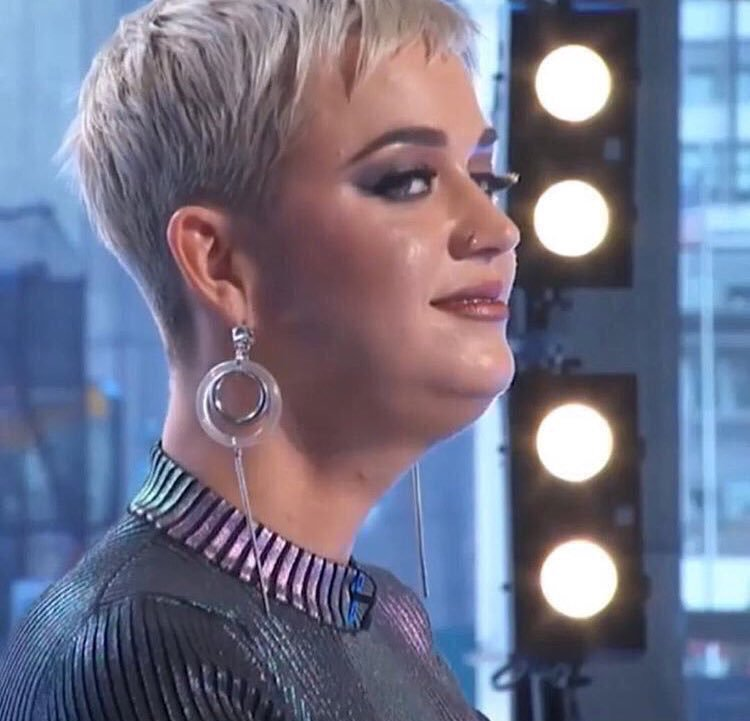 RT @perryscrush: @katyperry This way you're seducing https://t.co/EfHTreX0k1