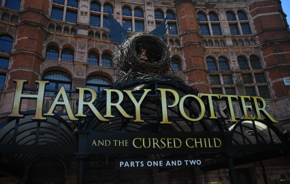 'Harry Potter' fans left disappointed after power cut halts 'Cursed Child' performance https://t.co/18behObIr9 https://t.co/q6QjC8rbWO