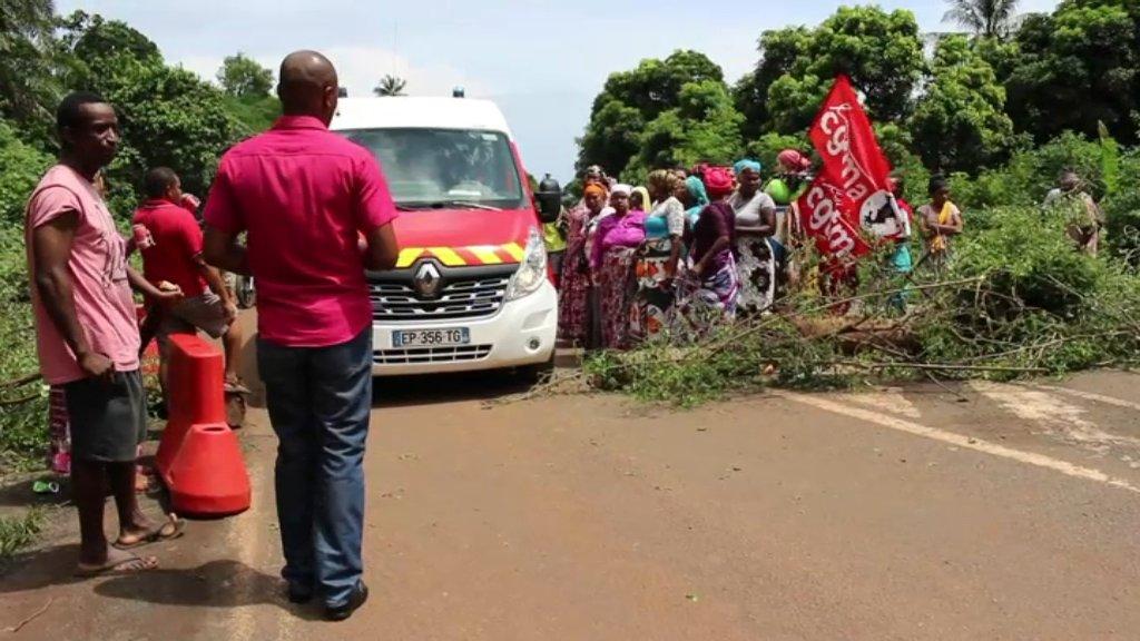 """Crise à Mayotte: """"Nous, on demande au gouvernement qu'il réagisse"""""""