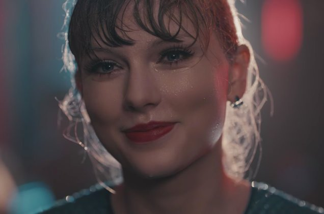 Watch the video for @taylorswift13's 'Delicate.'  https://t.co/Ltt186sOlX https://t.co/e43zBMlQ1q