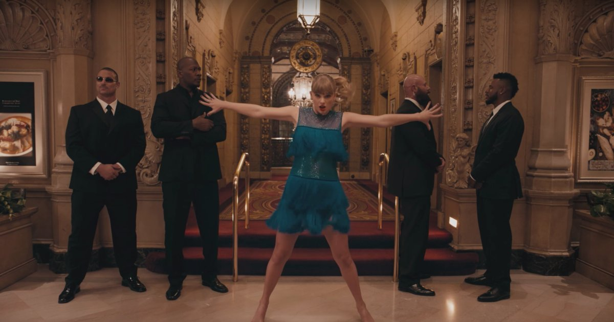 See Taylor Swift dance in hotels, ballrooms and subways in the new video for 'Delicate' https://t.co/0WjMYcuoub https://t.co/iACYn3huFa