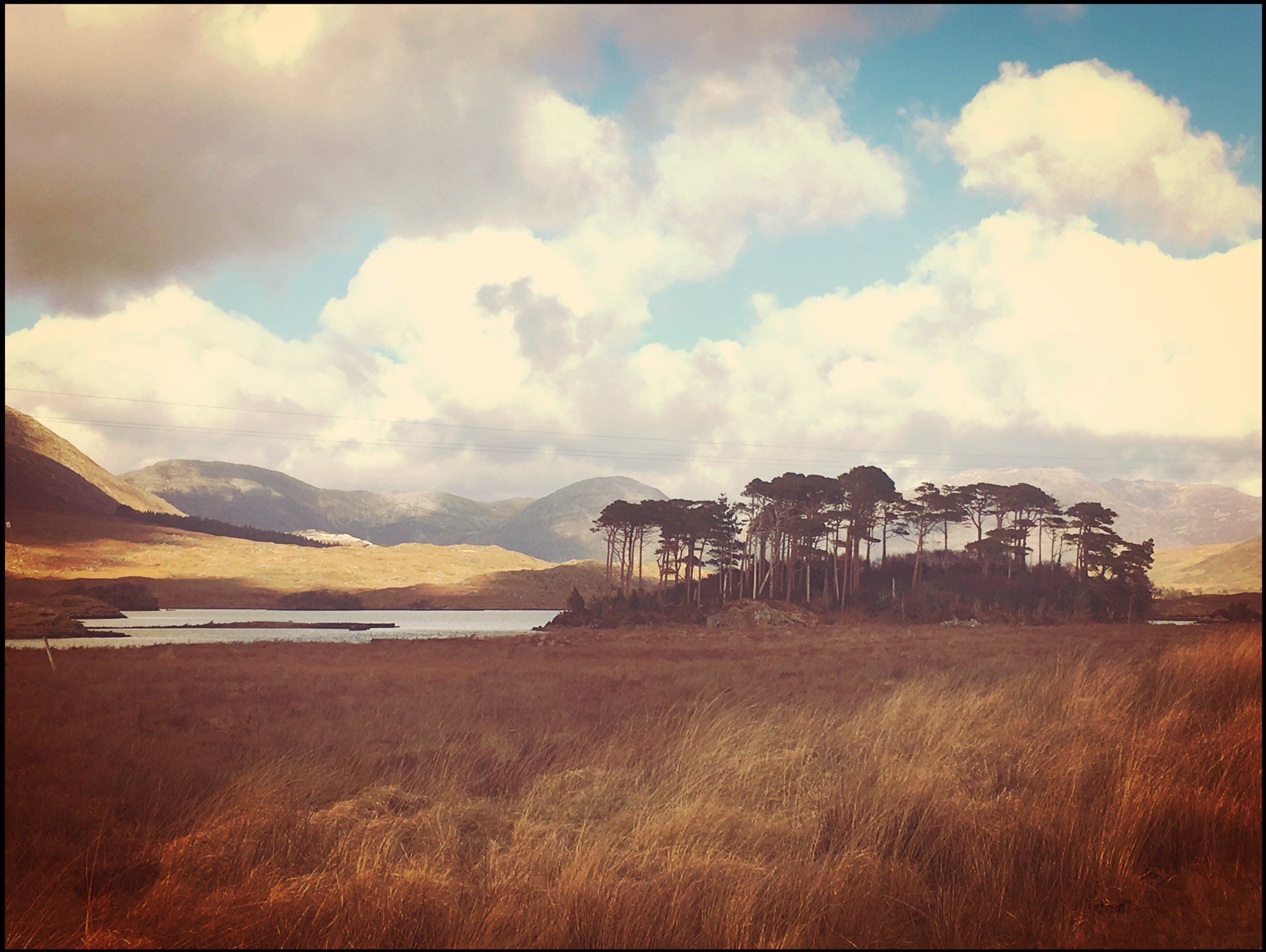 Spent a wonderful day meandering through the wild ruggedness that is #Connemara #Galway https://t.co/SvCXVw0tkF