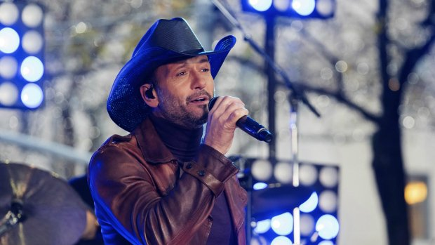 Country music star Tim McGraw collapses on stage in Ireland