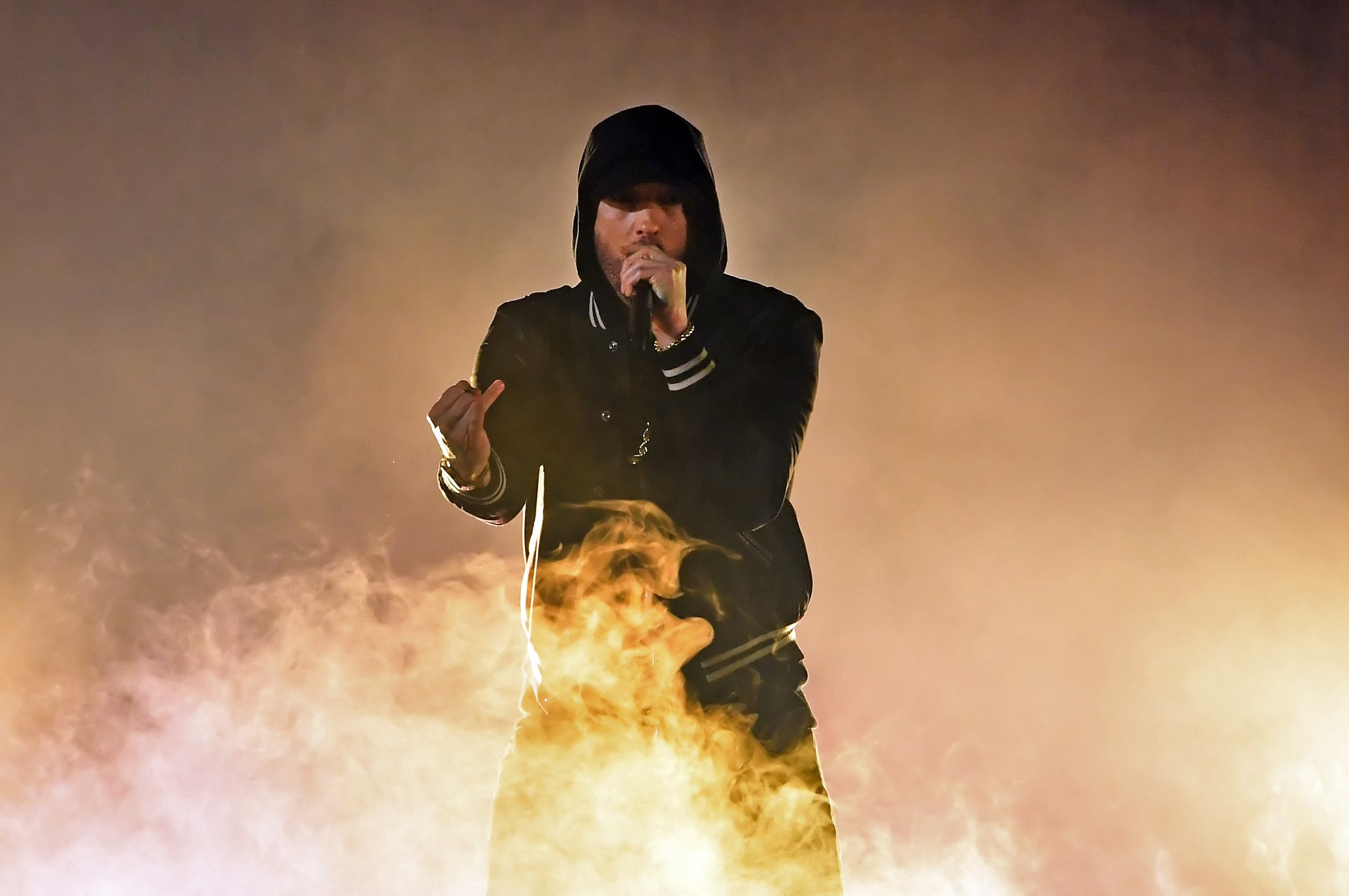 .@Eminem used his latest awards show performance to slam the NRA. https://t.co/k8svPB0iWN https://t.co/v4d8zpYC0o