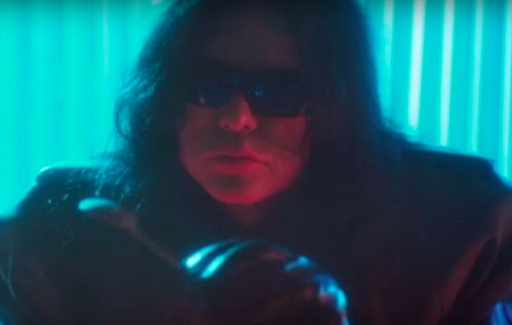 Watch 'The Room''s Tommy Wiseau star in The Neighbourhood's new cyberpunk music video https://t.co/fo1VyB6ZJy https://t.co/RLuesOBtJm