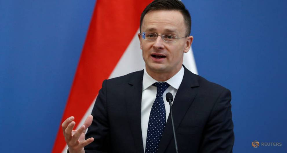 Hungary seeks broader anti-migrant alliance after Austria, Italy elections