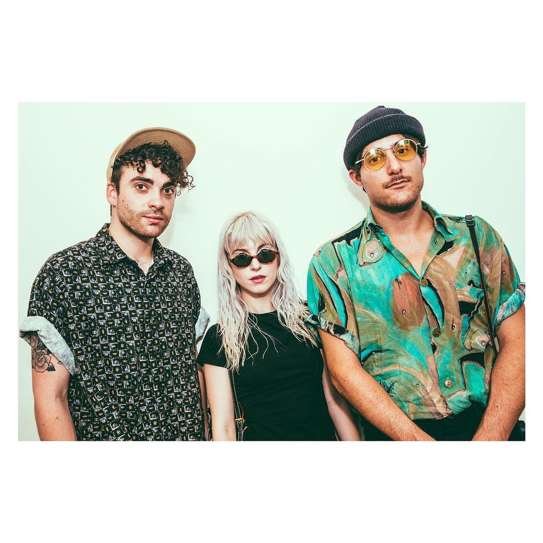 happy monday. a throwback bc we appreciate @Photo_Laura �� #afterlaughter https://t.co/8PBQuuBu1l