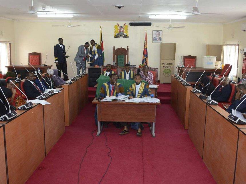 Garissa MCAs back Raila on Uhuru talks