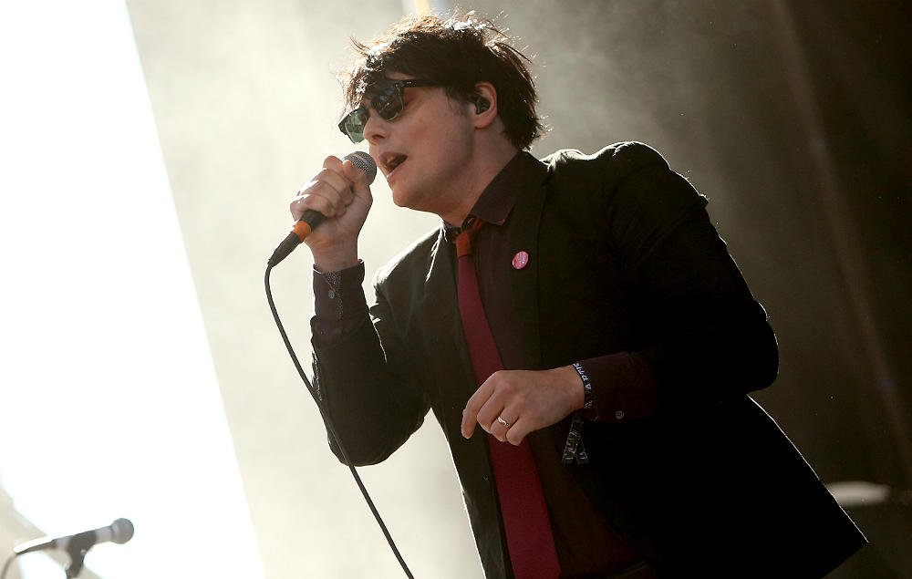 Gerard Way reveals that he'll be working on new music every Friday https://t.co/uDrXCDQhg8 https://t.co/MNewM0CTU2