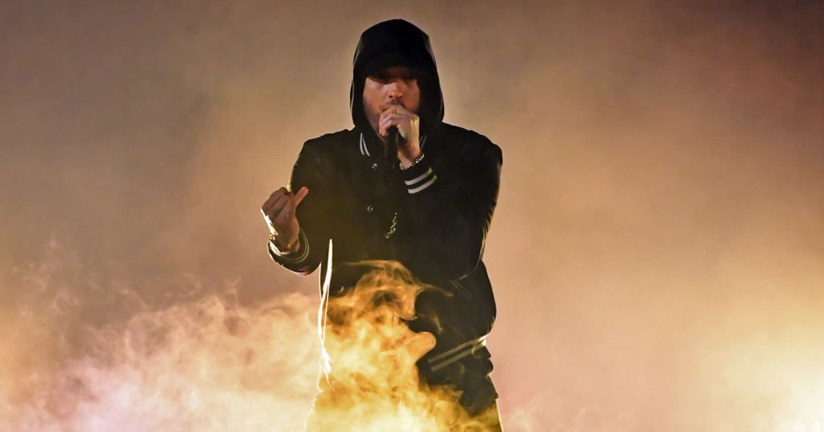 See Eminem slam the NRA with a new 'Nowhere Fast' verse at the #iHeartAwards https://t.co/iYSrI116J9 https://t.co/vD6O1hOfts