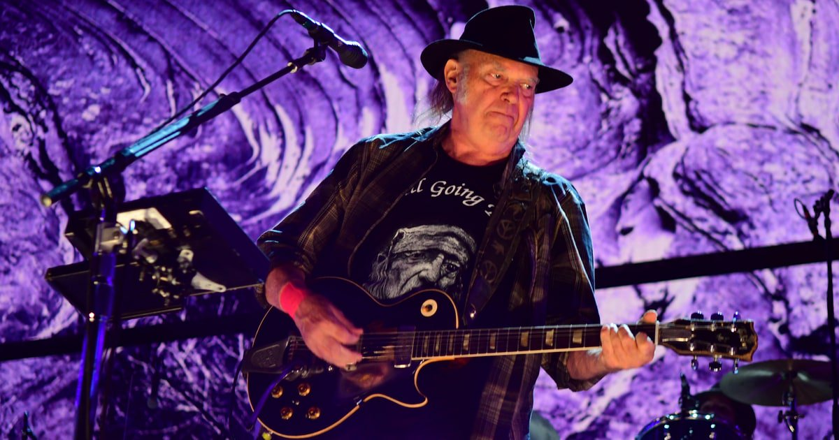 Neil Young reveals details for the soundtrack to the Daryl Hannah-directed 'Paradox' https://t.co/xiaiEzcQDn https://t.co/2BH6xTBKse