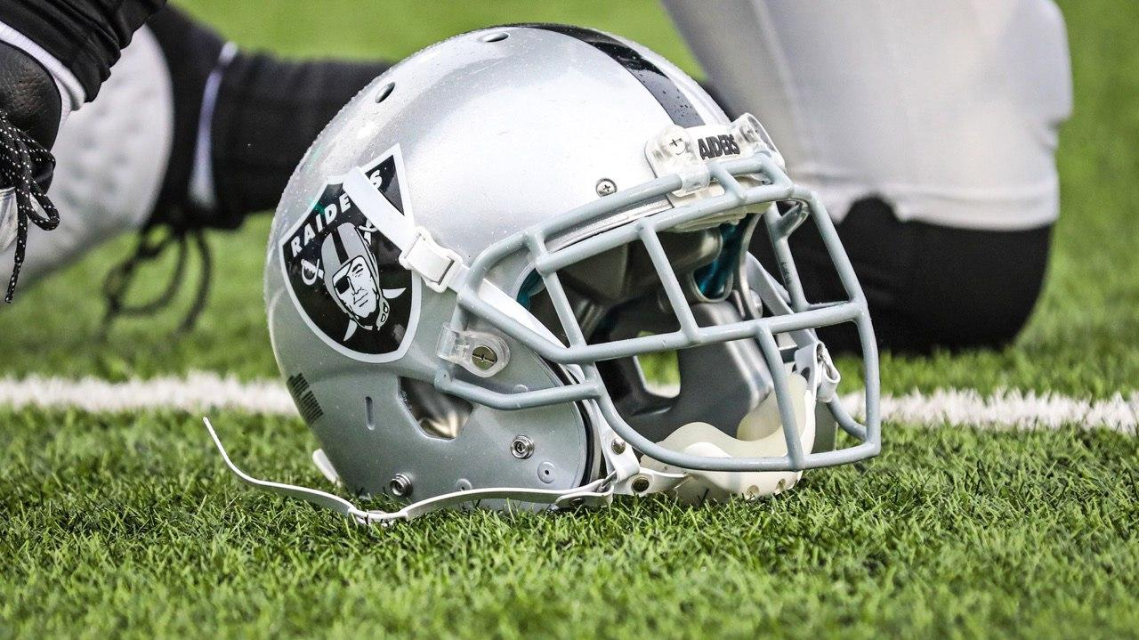 The Raiders have released T Marshall Newhouse and CB Sean Smith.  More: https://t.co/4fyyqGkqip https://t.co/wKuZJRHfqX