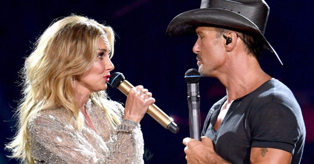 Tim McGraw collapses on stage while performing in Ireland