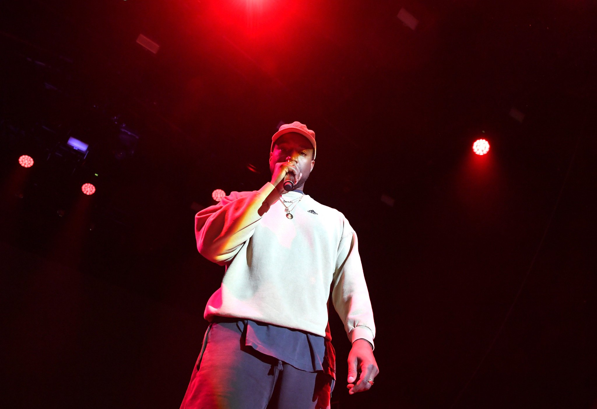 Kanye West back at work in Jackson Hole with @trvisXX, @KingL, @TheKingDream, & more https://t.co/riv8FQ5Ny5 https://t.co/N0pg3UrJoS