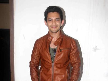 Bollywood singer Narayan arrested after crash