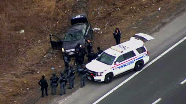 2 teens arrested, suspect sought after armed bank robbery in Durham Region