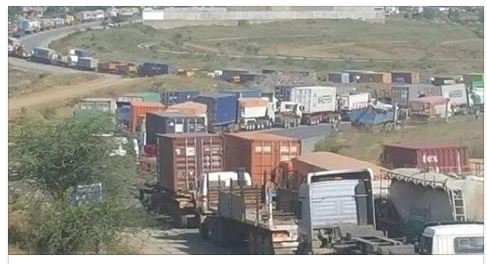 Mombasa Road blocked at Chyulu Hills after LP gas truck bursts into flames after accident