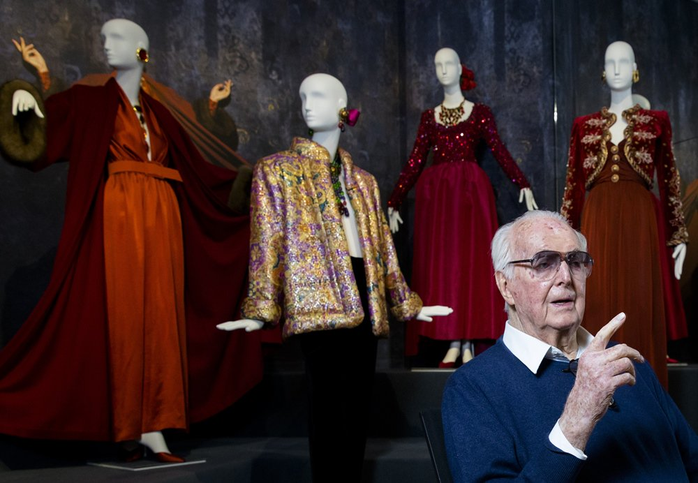 'Little black dress' designer Givenchy dies aged 91