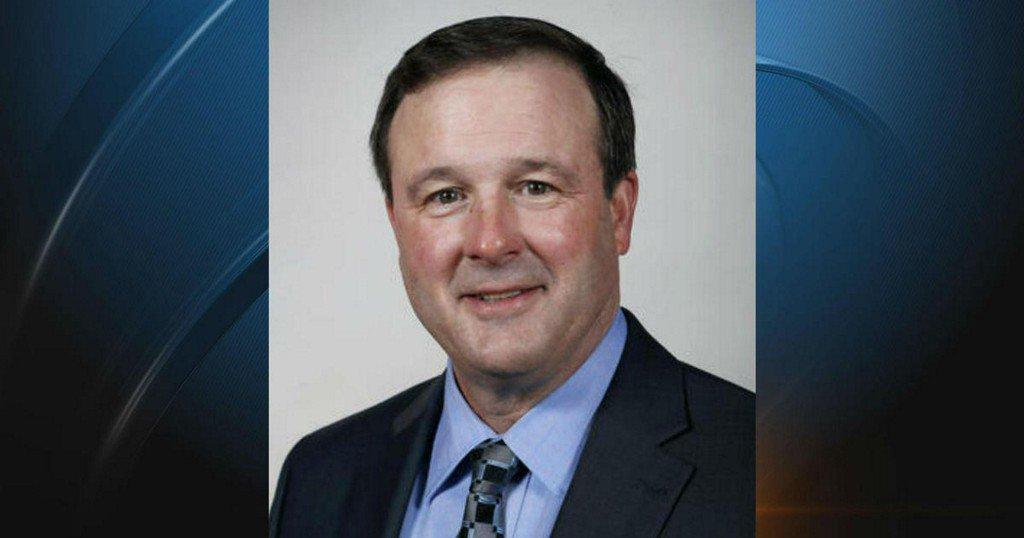 Iowa Senate leader Bill Dix resigns after video shows him kissing lobbyist