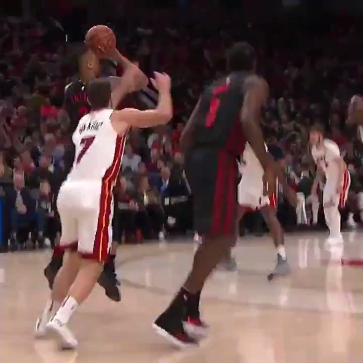 Damian Lillard stayed hot with 32 PTS, 10 AST, and 7 triples to fuel the @trailblazers 10th win in a row! #RipCity https://t.co/0pDhz9NWVg