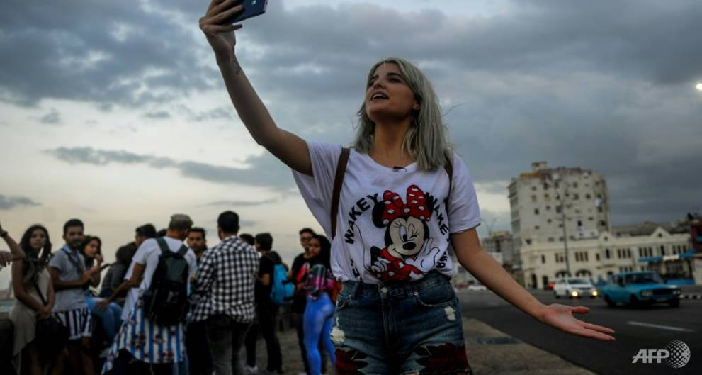 Poor internet access no limit to Cuban YouTubers