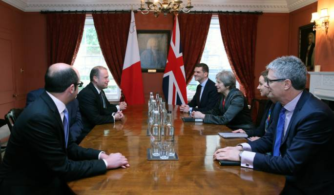 Muscat and Theresa May in latest Brexit discussion in London