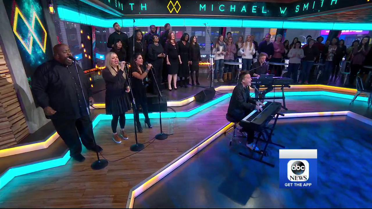 A full choir on a Tuesday?! We'll take it! Thanks for the amazing performance this morning @michaelwsmith! https://t.co/bvWB6iJ7tt