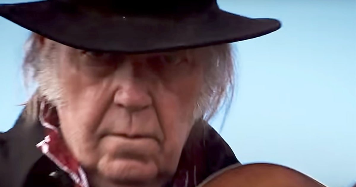 See Neil Young play the ominous 'Man in Black Hat' in the new trailer for 'Paradox' https://t.co/0Dv51sj7VM https://t.co/H2n4hqv0pW
