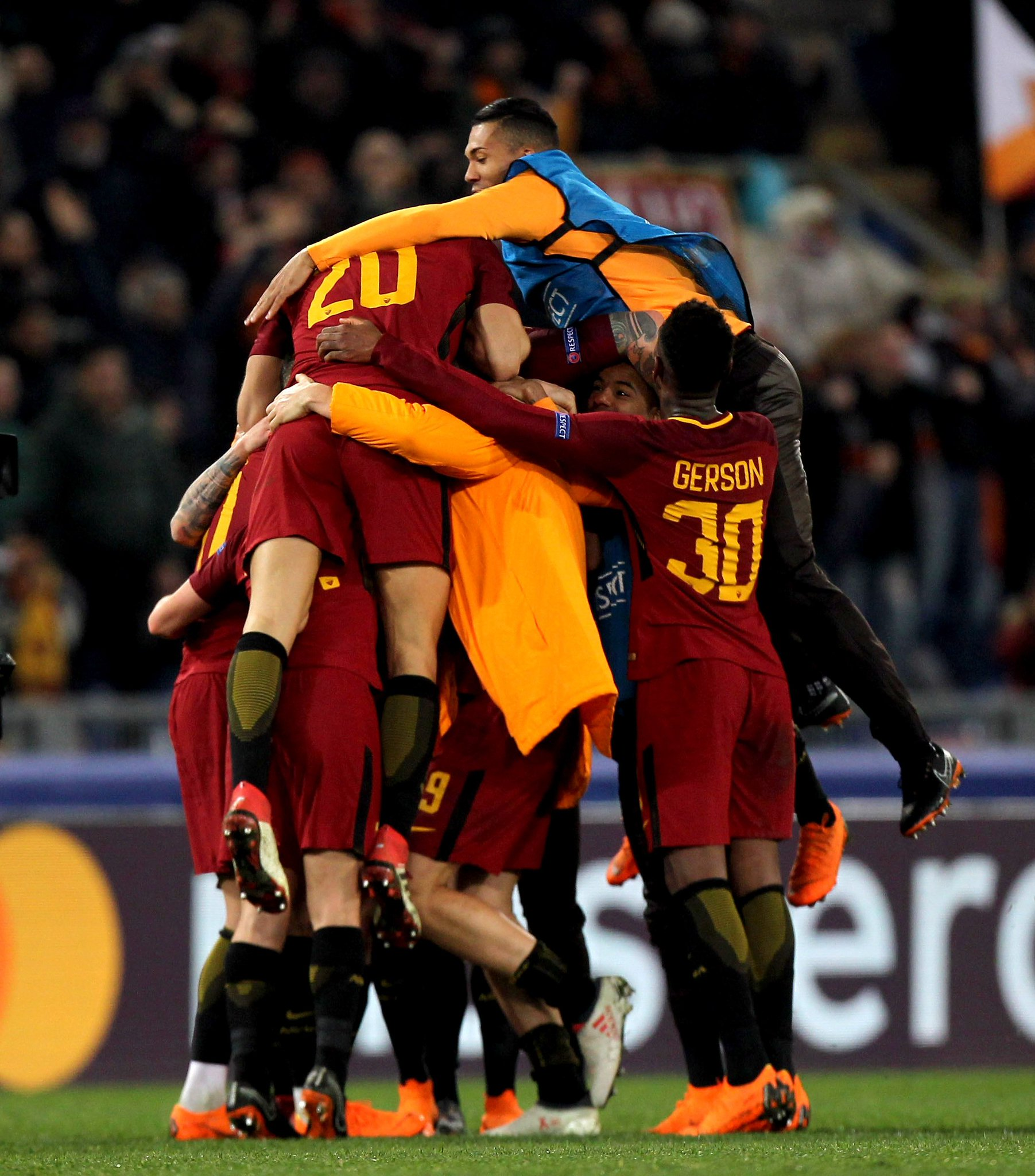 Scenes at full time as Roma reach #UCL quarter-finals for the first time since 2008. �� https://t.co/WDJQLH2zEh