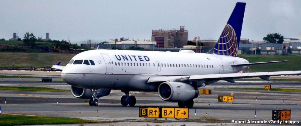 Dog dies on United Airlines flight after being placed in an overhead bin, airline confirms. https://t.co/Z7Th51OBUI https://t.co/rBncHBiH9h