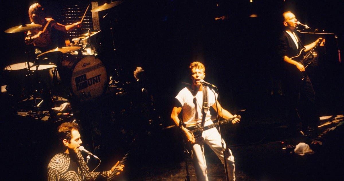 See David Bowie's short-lived noise rock band Tin Machine cover Pixies' 'Debaser' in 1991 https://t.co/6Fq4s2Va5R https://t.co/jBAmCr18gu