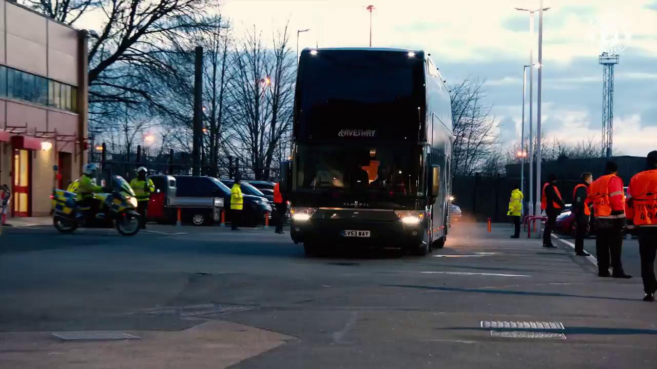 #MUFC have arrived at the Theatre of Dreams ��  Let's do this! https://t.co/5SRO67EPu5