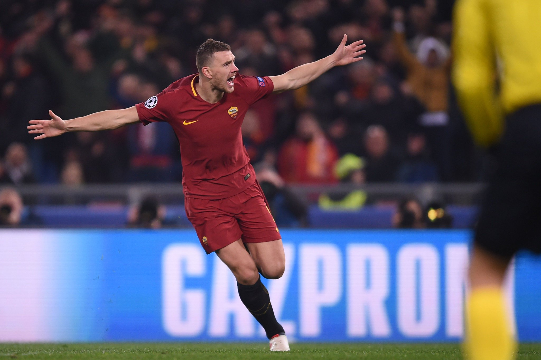 Edin Džeko has been directly involved in 7 goals in 8 #UCL games for Roma this season (4 goals, 3 assists). ������ https://t.co/bxk6b3Wua0
