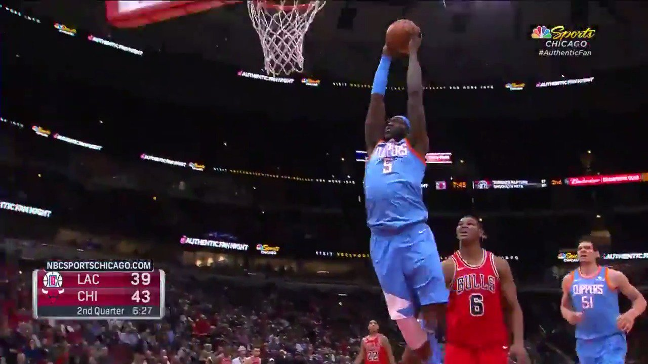 Montrezl plays receiver! #ItTakesEverything https://t.co/X3ZiQrWnew