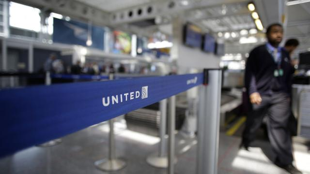 Dog dies after being forced to ride in overhead compartment during United flight https://t.co/xbQlZ8ddNH https://t.co/gjngy19T0v