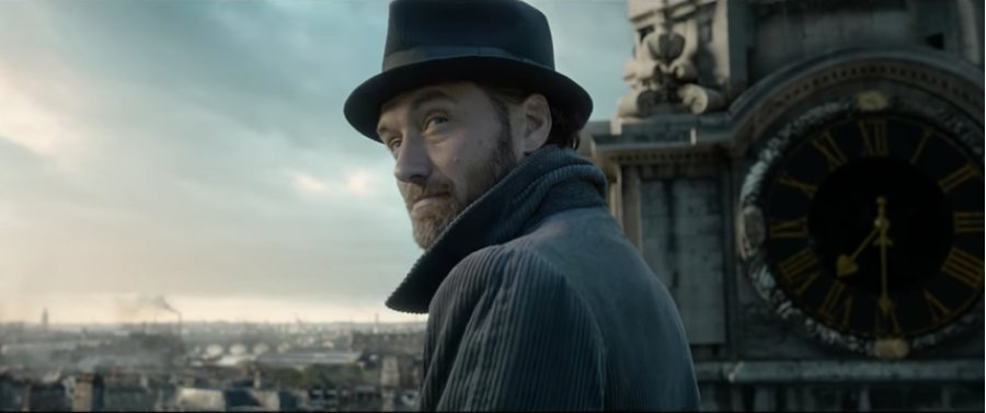 See Jude Law make his debut as young Albus Dumbledore in the new #FantasticBeasts trailer https://t.co/V00zZgvGtH https://t.co/RCTvzSHHX5