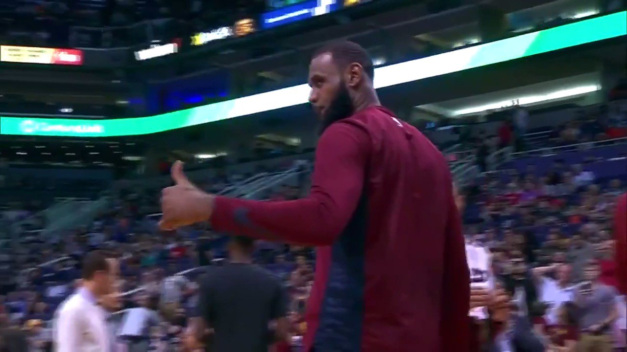 ����  LeBron James gifts a young fan sitting court side his arm sleeve!  #ThisIsWhyWePlay #AllForOne https://t.co/cRjwuMroN2
