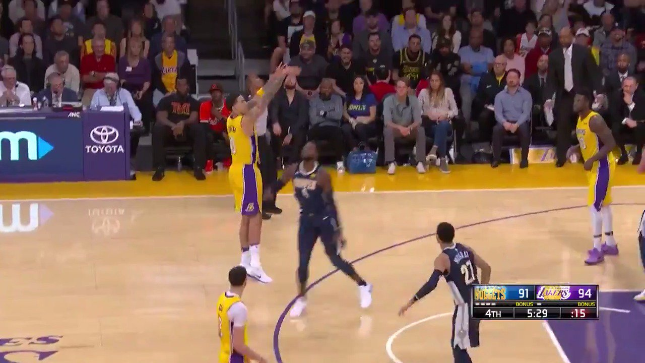 8 straight for Kuzma!  He has 24 of his 26 PTS in the 2nd half!  #LakeShow #NBARooks https://t.co/1l0D0iJRx6
