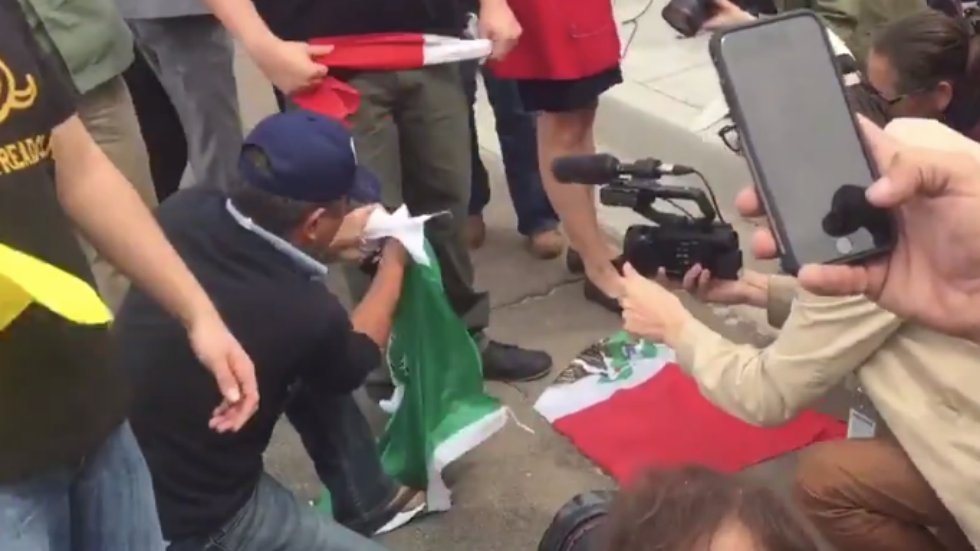 WATCH: Trump supporter shreds Mexican flag during Trump border visit https://t.co/FwaOdVd5Fp https://t.co/v7aonkSpex