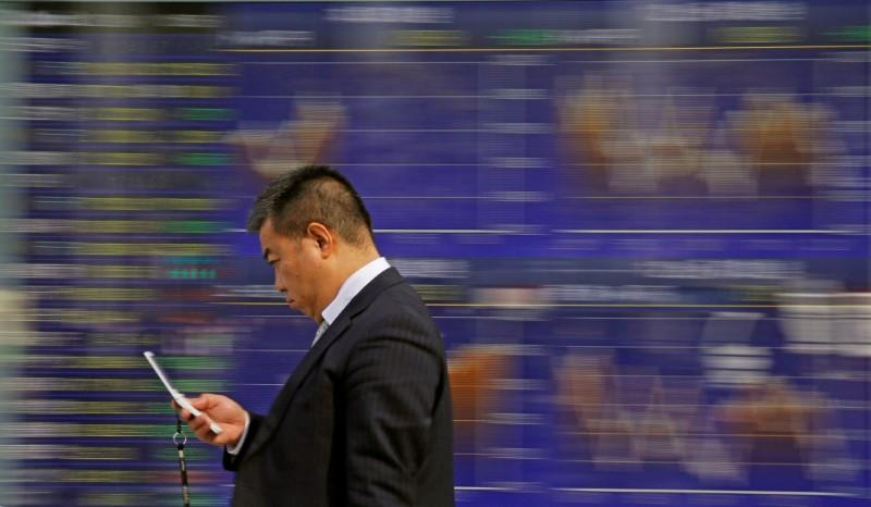 Asian shares, dollar fall as U.S. trade fears eclipse strong China data https://t.co/IHi2UEMxAH https://t.co/r8CvAl5asP