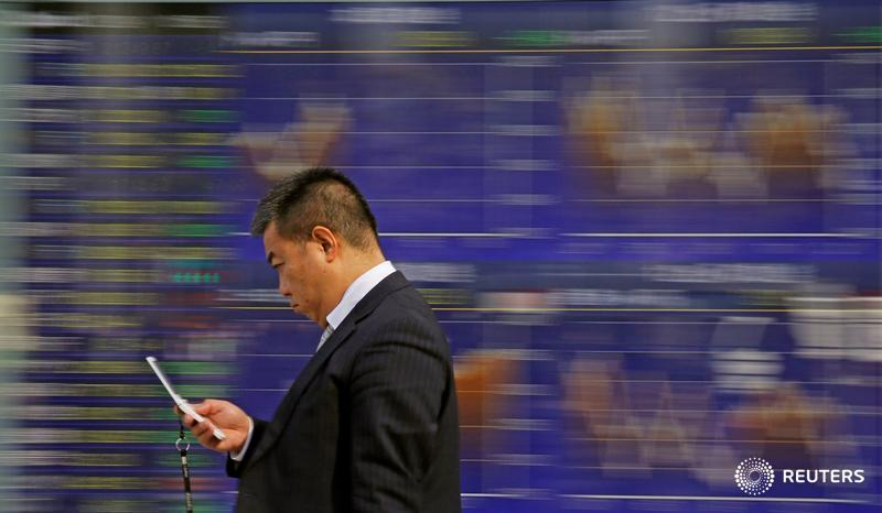 Asian shares, dollar fall as U.S. trade fears eclipse strong China data https://t.co/XyjuQNRFJ9 by @Swatisays https://t.co/GPlDPJkgaI