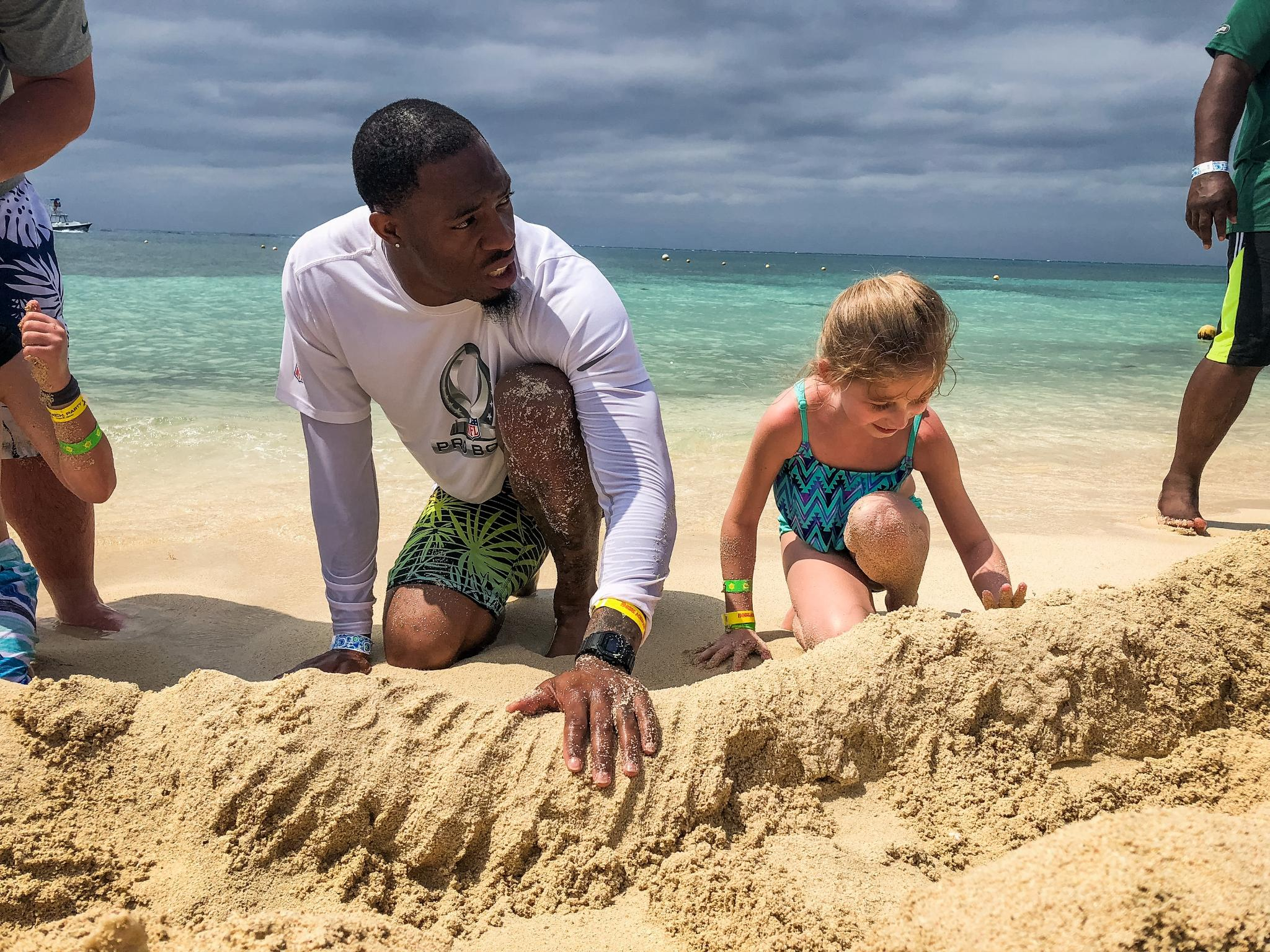 The #PackersCruise stops in Cozumel for a beach party & some competition in the sand! ��️  ��: https://t.co/icjvA3uvxA https://t.co/P6nGZr2TuR
