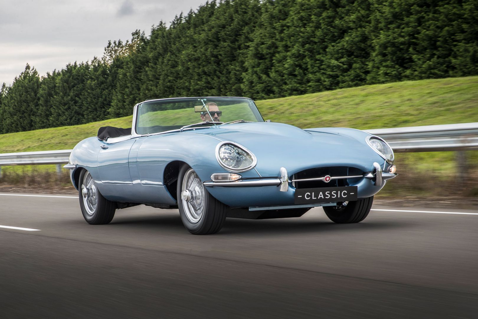 Why GQ voted the Jaguar E-Type Zero is the world's most beautiful electric car! https://t.co/yJXtG2Ngo6 https://t.co/1nSUmmBtWw