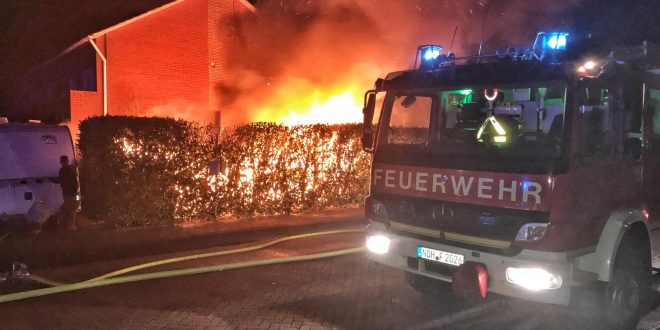 test Twitter Media - Gartenhaus wird Raub der Flammen https://t.co/H0DBfnBIie https://t.co/Bb8PjIikcV