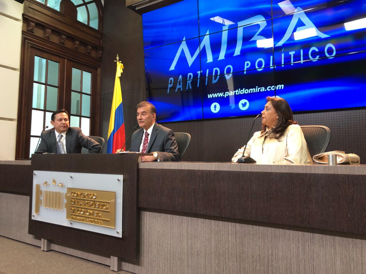Como partido, Mira apoyo el proceso de paz y desde el Congreso apoyaremos los proyectos que desarrollen los acuerdos: @Baena posesión del @MovimientoMIRA https://t.co/tpYRHtEgFE