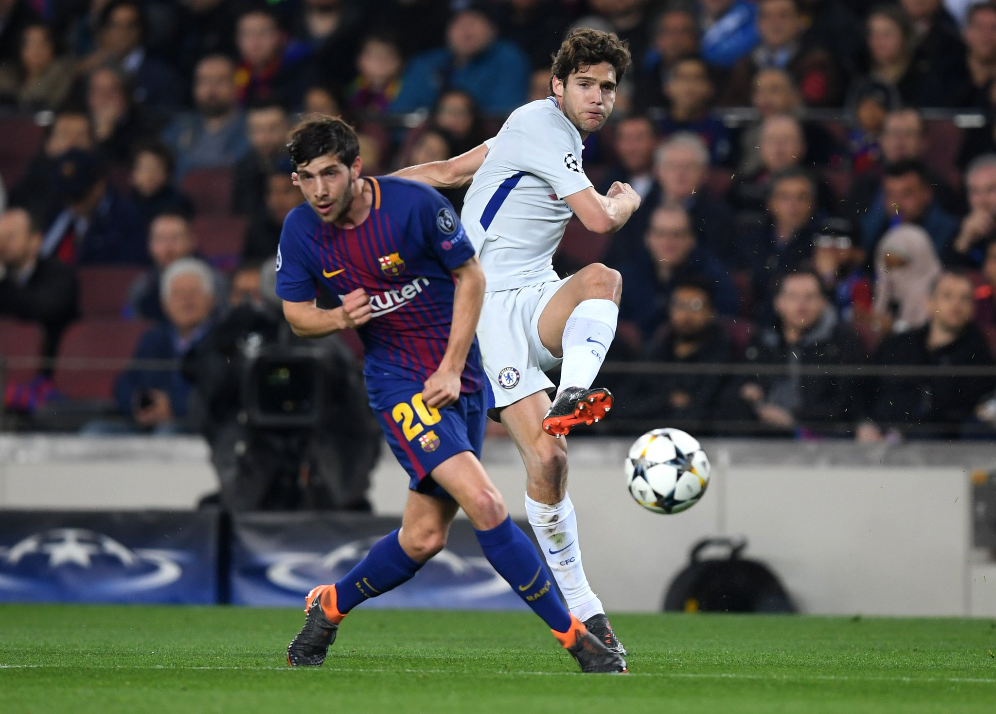 The Blues continue to press...  30 minutes remaining at the Camp Nou. #BARCHE https://t.co/yfcSLKoPtg
