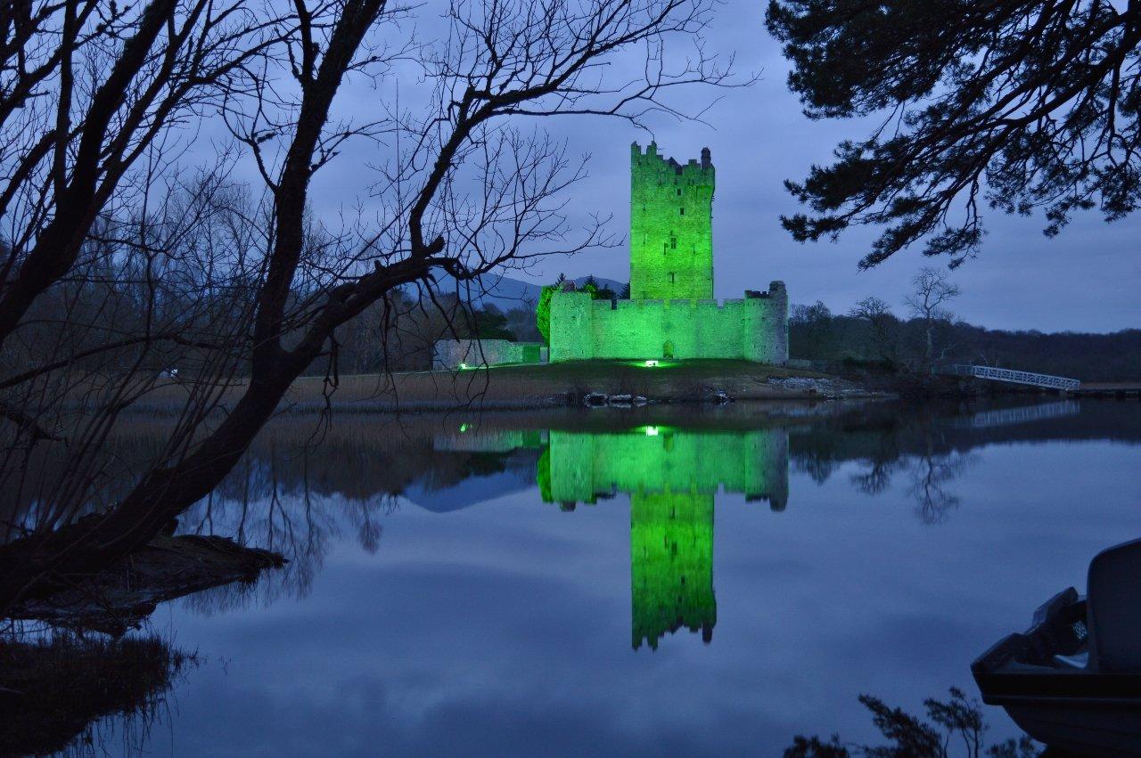 The #Beautiful Ross Castle lit up green for #StPatricksDay in #Killarney Co. Kerry #Ireland #LoveKillarney #landscapephotography #Reflections #Photography #LoveKerry #LoveIreland #DiscoverIreland #TourismIreland #Sláinte ❤🍀📷 https://t.co/Fo64LC7akr