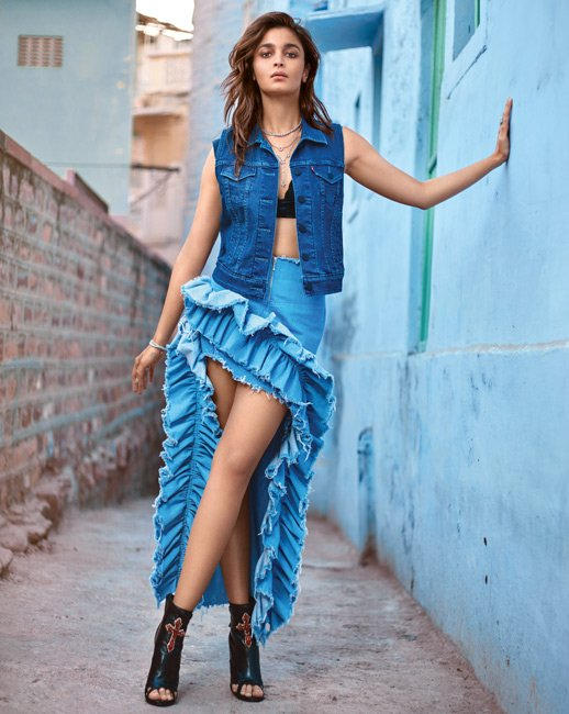 How to wear denim in summer like the star